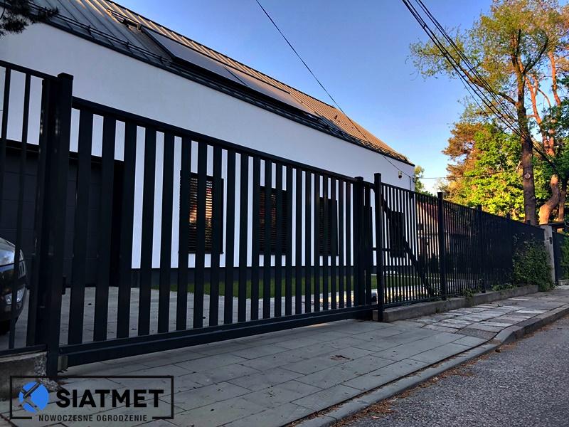 Ogrodzenie pionowe wyprodukowane przez Siatmet