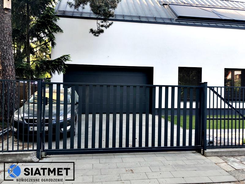 pionowe ogrodzenie - brama